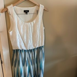 Adorable white and blue pattern dress
